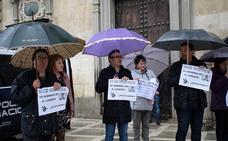 Una treintena de funcionarios de Justicia protesta ante el TSJA