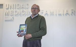 El doctor granadino que receta humor y poemas: «Nos medicamos demasiado, hay que vivir más»