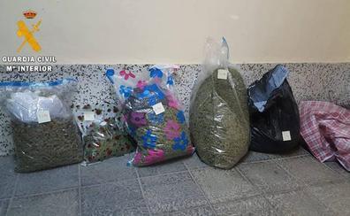 Sorprendido en Albuñol con 24 kilos de marihuana en su coche