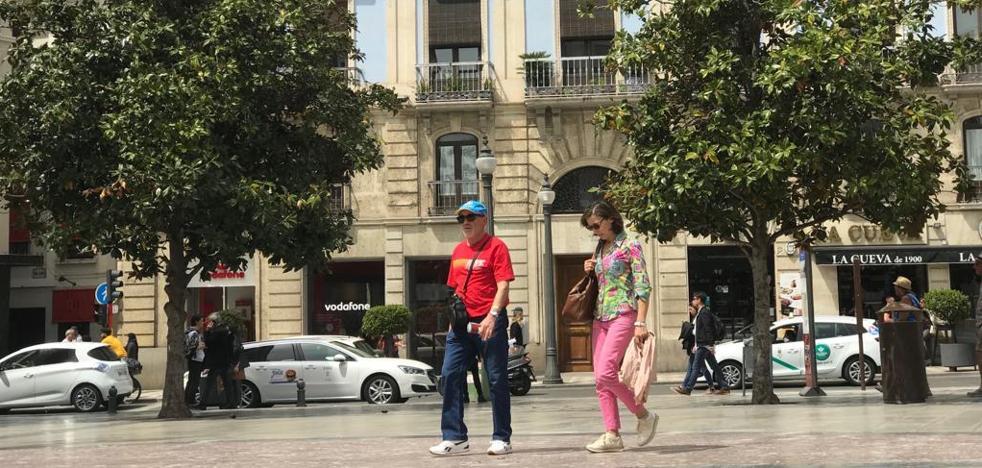 Vecinos de Reyes Católicos denuncian el ruido de las actividades del Ayuntamiento