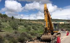 Comienza la reparación de la carretera A-315 en Torreperogil y Huesa