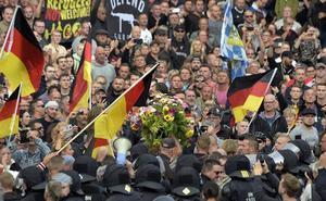 Alemanes que luchan por reinstaurar el viejo Reich: algunos se coronan y otros acaban a tiros
