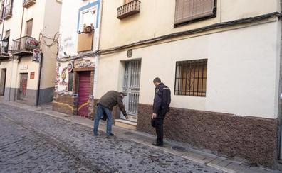 Más de mil servicios policiales y 16 detenidos en calle Elvira desde 2018