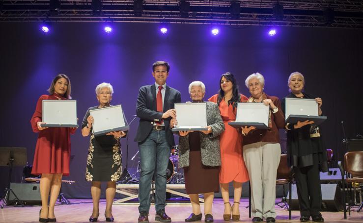 El Ayuntamiento entrega los premios a sus mayores