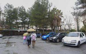 Agreden a una joven de 19 años frente al instituto Aynadamar de Granada