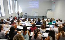 El 27,2% de los estudiantes de la UGR no finaliza el grado en que se matricula