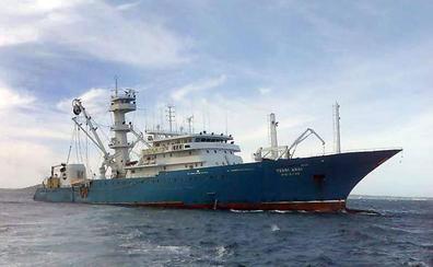 La fragata 'Navarra' entrega a Seychelles a los piratas que atacaron a un atunero español