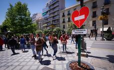 Granada se llena de señales de tráfico contra la violencia machista