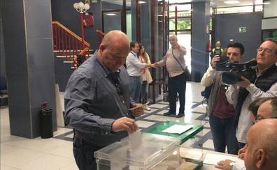 Los políticos jienenses acuden a las urnas