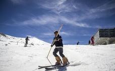 Esquí retro en Sierra Nevada para curar el cáncer