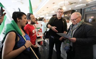 'Ocupan' un restaurante de Granada para denunciar las condiciones de la hostelería