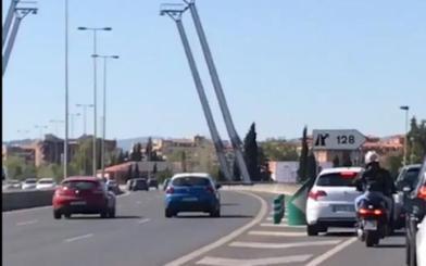 La peligrosa acción diaria en la circunvalación de Granada que conlleva una multa de 200 euros