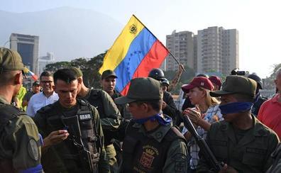 El significado de las cintas azules que usan algunos militares en la crisis de Venezuela