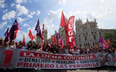 CC OO y UGT alertan en un 1 de mayo de baja movilización de que no basta con ir a las urnas