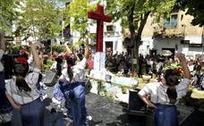 Todo lo que debes saber sobre el Día de la Cruz en Granada: mapa, horario, barras y actividades