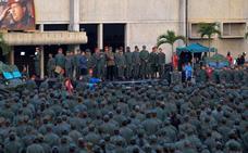 Maduro exhibe su poder militar
