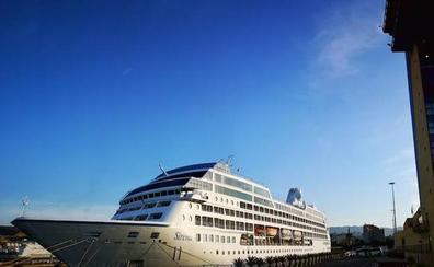 Casi 700 turistas del crucero Sirena, en el Puerto de Almería