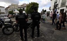Amplían una hora la actividad de las cruces en Granada por la gran afluencia de personas