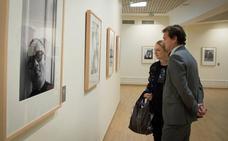 El fotógrafo Jean Marie del Moral expone en Granada retratos de 52 grandes artistas en sus estudios