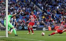 El Espanyol golpea al Atlético a la contra