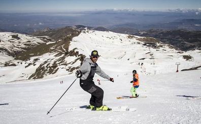 4.800 esquiadores en el último día de Sierra Nevada