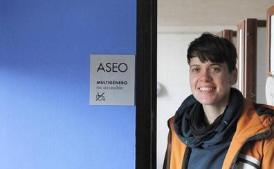 Tesis pionera en Granada: «Los hombres tienen más espacio para orinar que las mujeres»