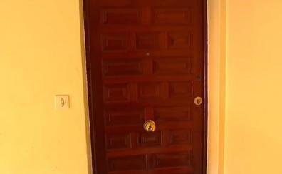Unos vecinos evitan que un hombre le pegue a su mujer al escuchar sus gritos