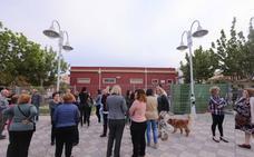 Una treintena de vecinos se planta contra el centro social de San Antonio