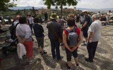 El Albaicín alza la voz contra los guías turísticos ruidosos