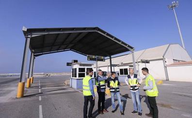 El puerto mejora sus instalaciones ante la previsible subida de viajeros