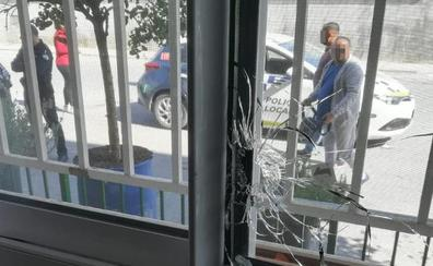 El 'fugitivo' de Pinos vuelve a burlar un cerco policial el Día de la Cruz en la plaza de la Caleta