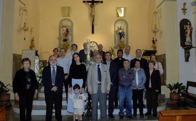 El párroco de Mecina Bombarón celebra una misa por el eterno descanso del neurocientífico Fernando Reinoso