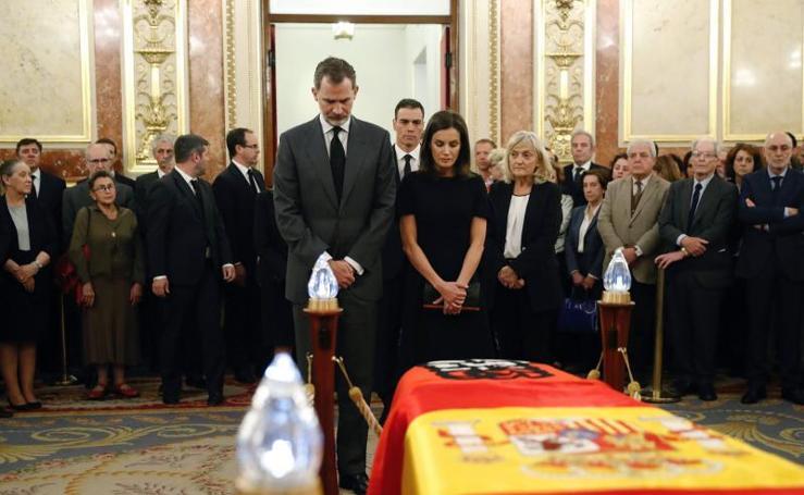 Dolor y mucho respeto en la capilla ardiente de Alfredo Pérez Rubalcaba