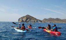 Limitada la utilización de kayaks en grupo en el Cabo de Gata-Níjar