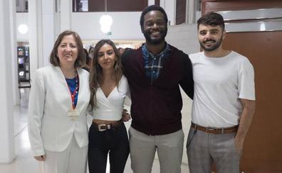 Los rapsodas de la nueva generación llenan la sala en el Festival de Poesía