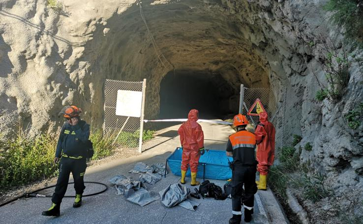 Simulacro de rescate de bomberos en canales del Grupo de rescate de Bomberos de Granada
