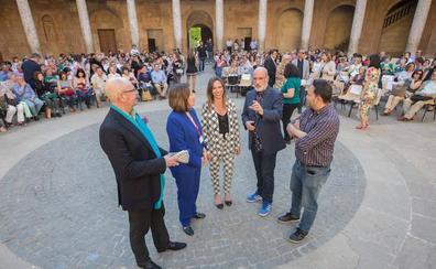 Fernando Aramburu clausura el Festival de Poesía con un alegato a favor de la felicidad