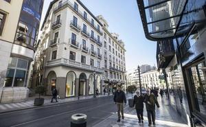 Las franquicias ya acaparan la mitad de los escaparates del Centro de Granada