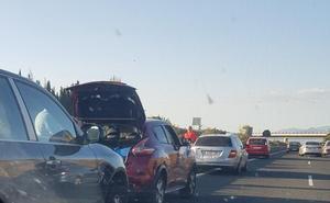 Accidentado regreso a casa: dos colisiones generan kilométricos atascos antes de llegar a la capital