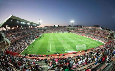 Casi 18.000 personas arropan al fútbol femenino en Granada