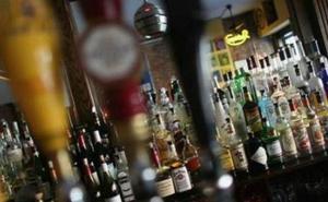 Una pelea a 'silletazos' en un bar de tapas de Vélez de Benaudalla acaba con dos heridos