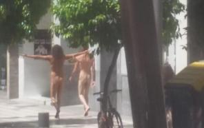A comisaría el famoso hombre desnudo y un amigo que se han paseado sin ropa por toda Granada