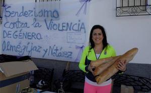 Almegíjar y su anejo de Notáez realizan una ruta por el sendero de 'Panjuila' contra la violencia de género