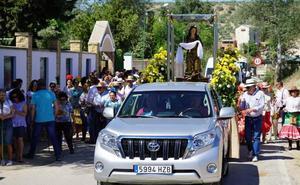 Mengíbar vibra con la Romería de Santa María Magdalena