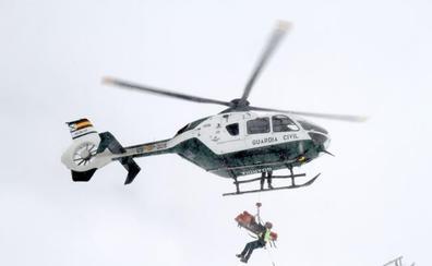 Rescatado un montañero al caer desde el rellano de una montaña en Cogollos de la Vega
