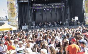 Los almerienses se broncean al calor de la buena música y el ritmo de 'Solazo Fest'