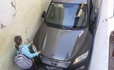 Los coches se quedan atrapados en las calles del Albaicín