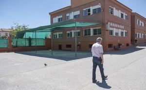 Las ampas de varios colegios financian toldos para combatir el calor