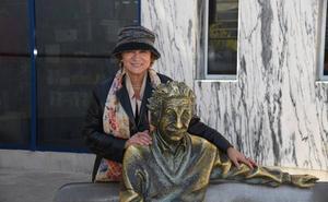 «En 'El nobel y la corista' muestro a una generación de mujeres españolas valientes»