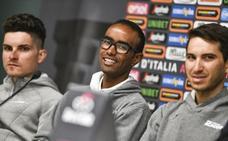 Awet Gebremedhin, de refugiado a participante en el Giro